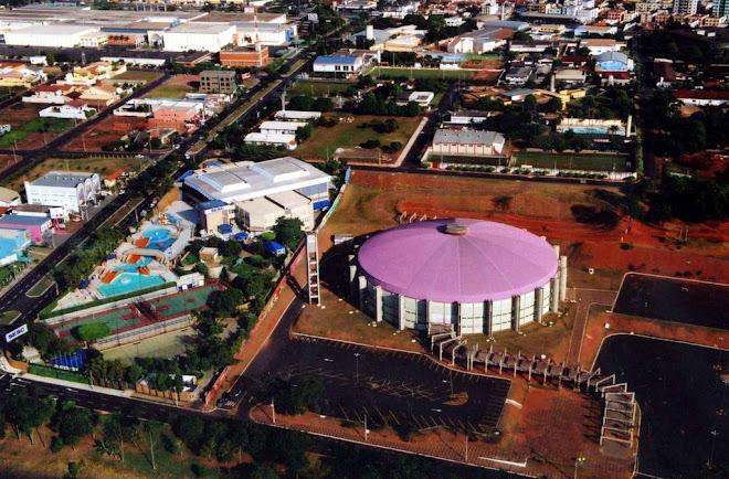 Centro de Eventos a direita, SESC a esquerda e o Rio Preto Shopping a cima