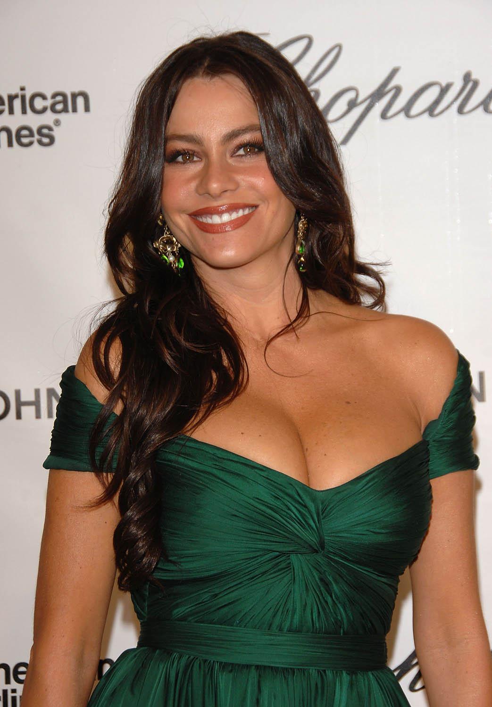 http://3.bp.blogspot.com/_kf_FhMyJ7AI/THiTVCtURxI/AAAAAAAACO4/NSKuK2OKEKk/s1600/sofia_vergara_elton_3_big.jpg