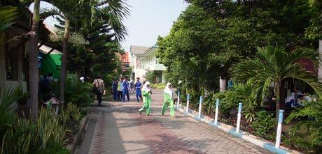 Lingkungan Sekolah  Lingkungan sekolah SMA Negeri 1 Manyar sangat mendukung pelaksanaan program sek