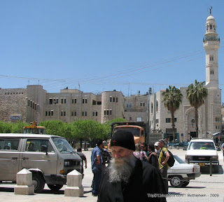Вифлеем, старец около храма Рождества Христова