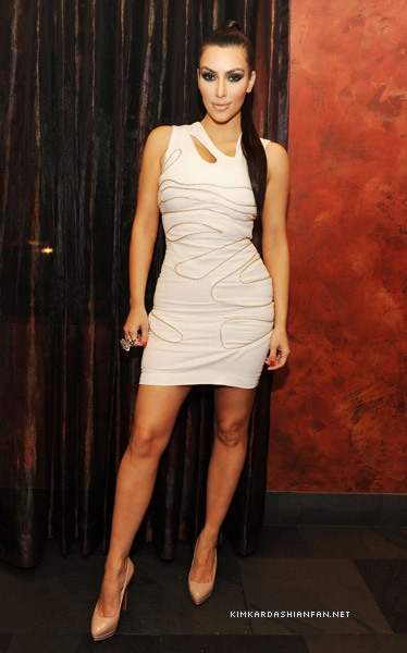 kim kardashian style 2010. Kim was looking hot in a