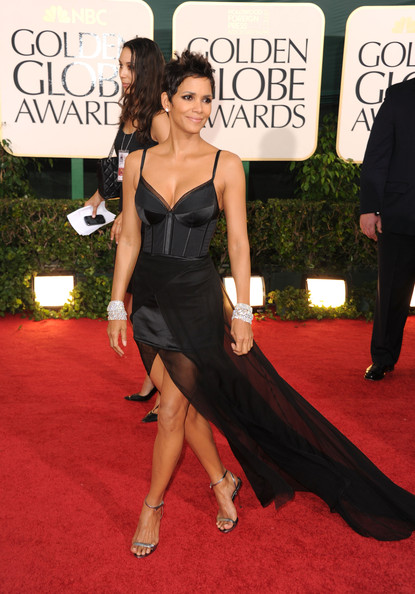 halle berry dresses 2011. Halle Berry at the Golden