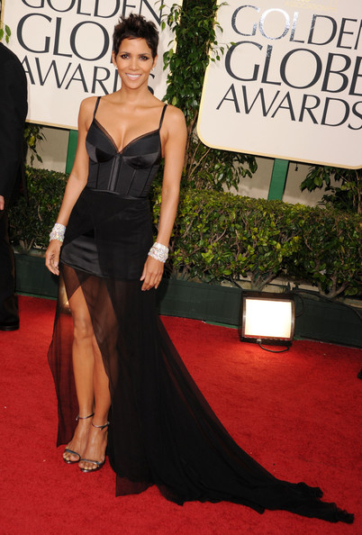 halle berry dresses 2011. Halle Berry#39;s 2011 Golden