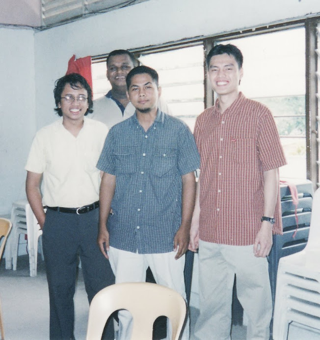 Mr Shahril with (from L to R) Krishna Kumar, Rahman Samadi & Syafril Tang