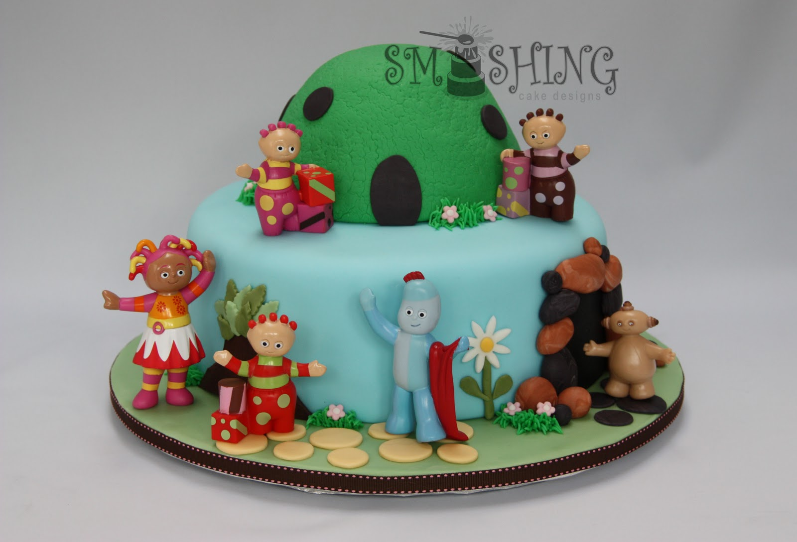 smashing cake designs same cake different version