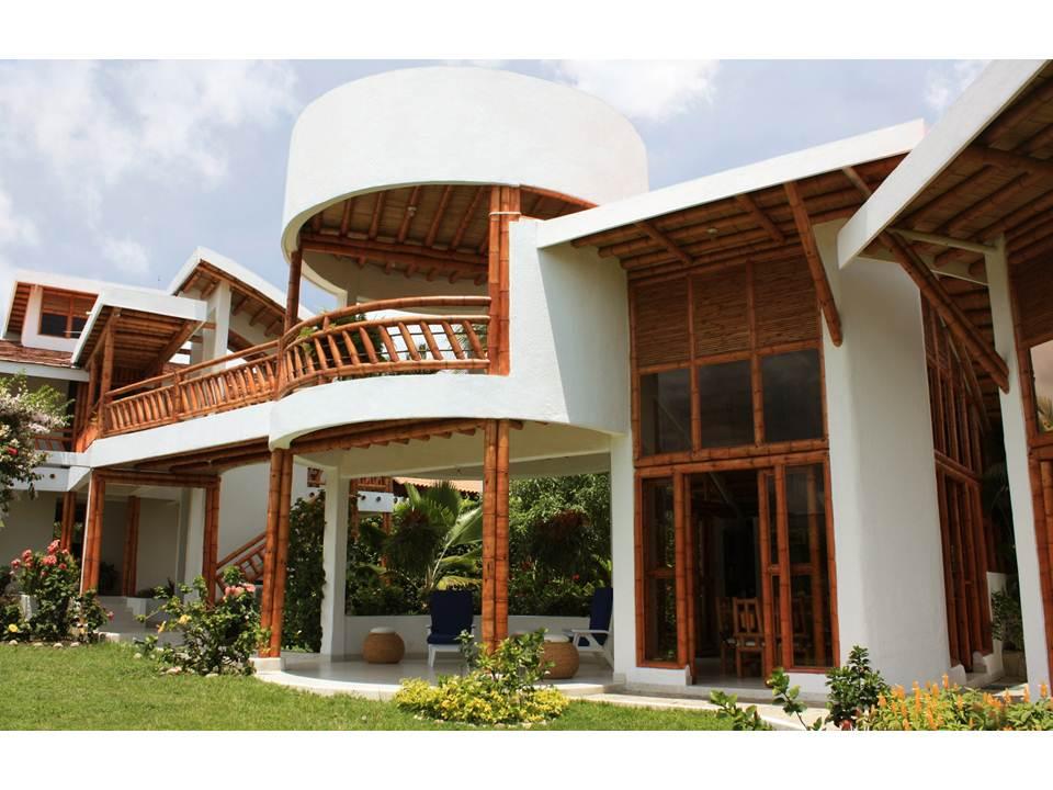 Bambu guadua casas con dise os biclim ticos y for Casas campestres modernas planos