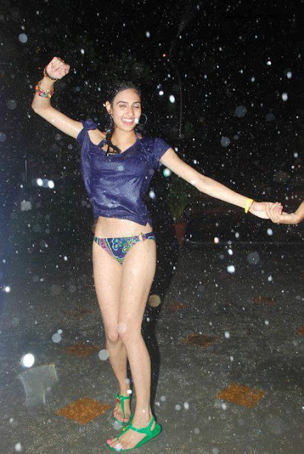 All About Masala Celebrities: Drunk Indian Girls Celebrating New Year ...