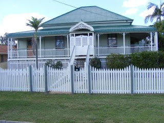 Basic Queenslander, largely symmetrical