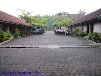 Wisma Joglo Penginapan dengan Tempat parkir yang luas dan aman