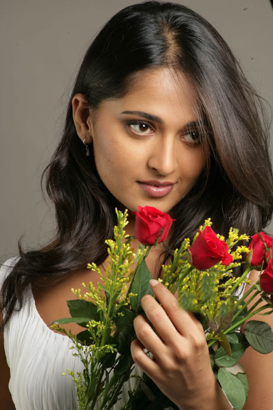 Sexy Anushka Latest Sexy Wallpapers navel show