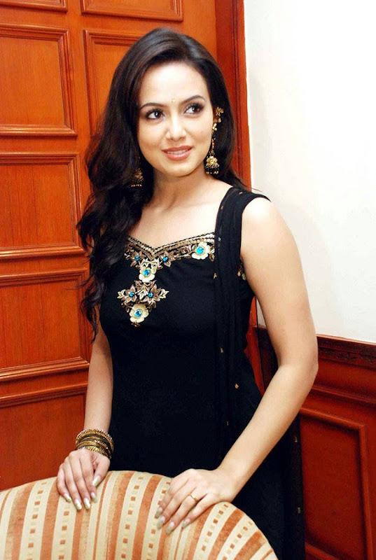 Sana Khan at Aayiram Villakku Audio Release unseen pics