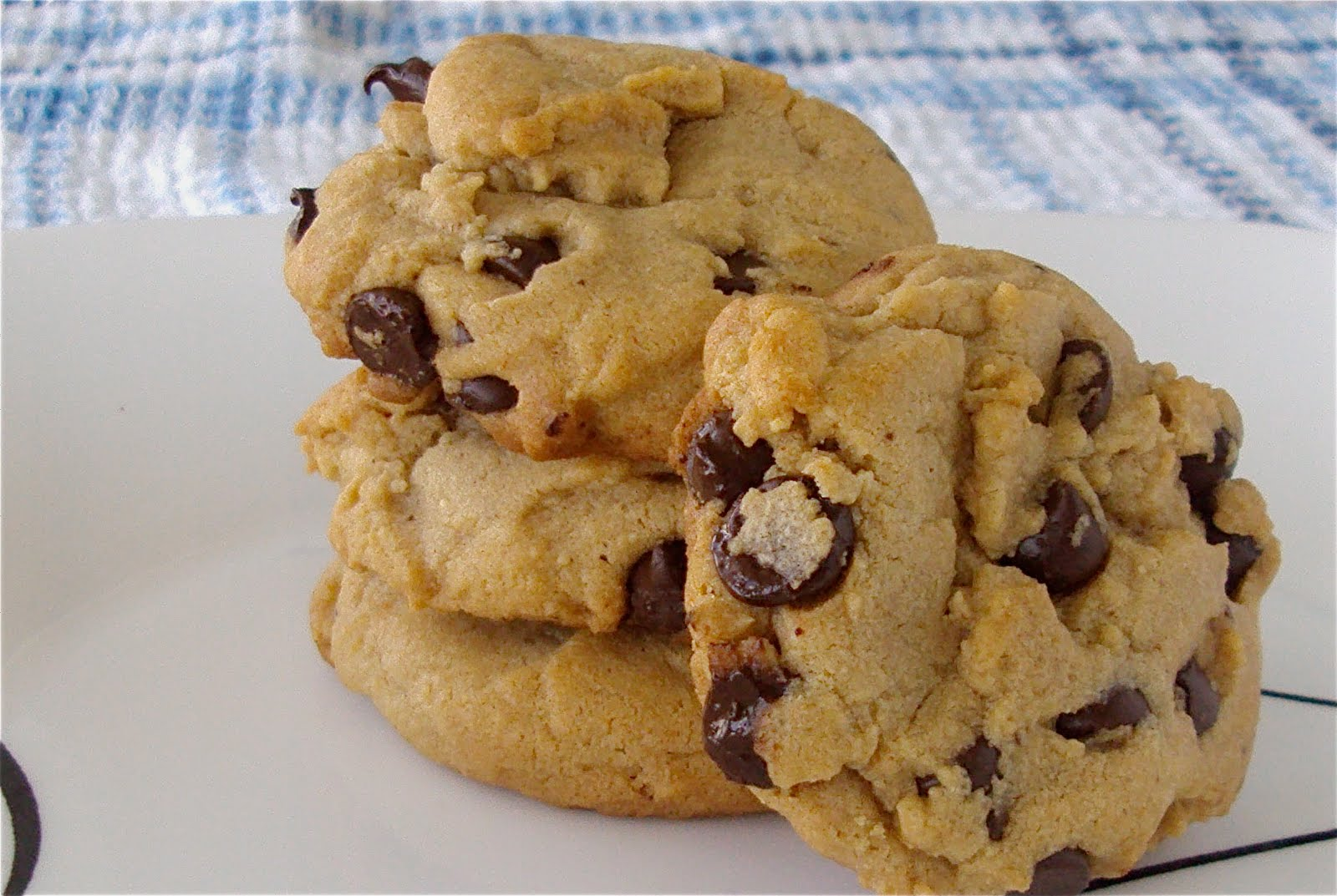 Leanne bakes: Peanut Butter Chocolate Chip Cookies
