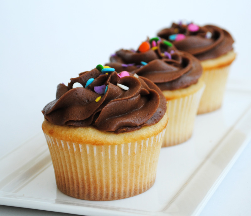 Leanne bakes: Vanilla Cupcakes with the Best Chocolate ...