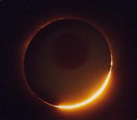 http://3.bp.blogspot.com/_krrWzF95YOY/TDnaUxI4-OI/AAAAAAAABvQ/L2Yz5QZXujM/s1600/eclipse005.jpg