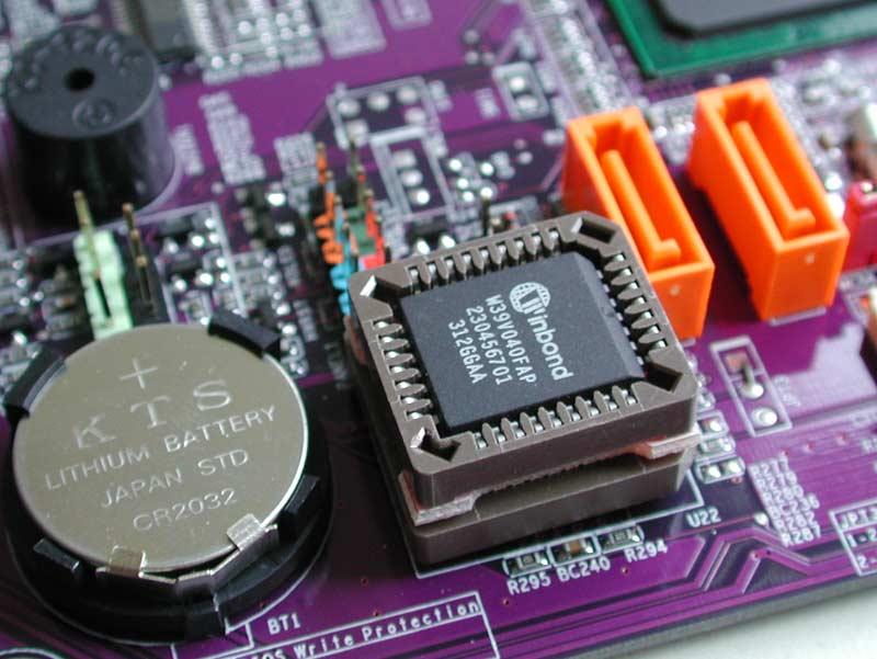 """El """"chip BIOS"""" de tu PC puede estar controlándote !!"""