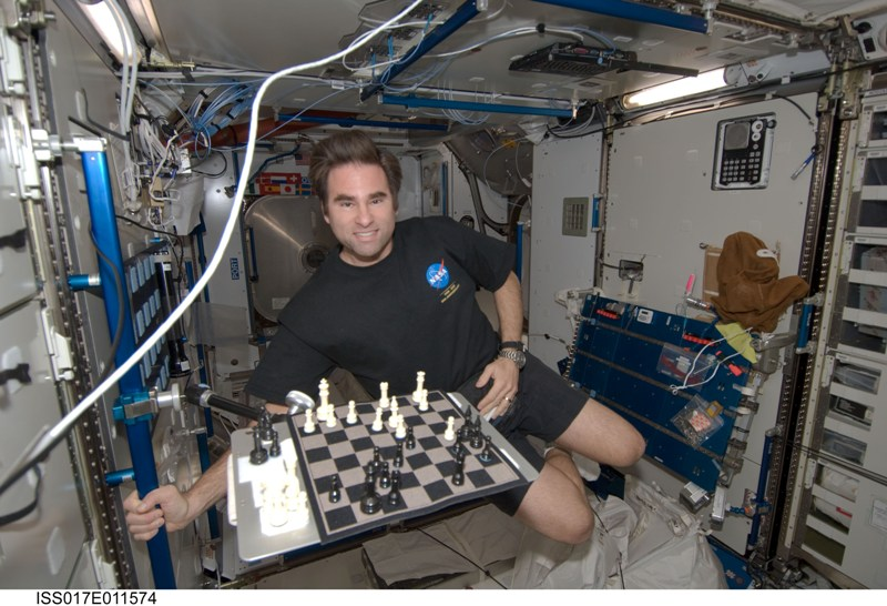 http://3.bp.blogspot.com/_kxPG6y8Qctk/S46pg7j7B-I/AAAAAAAAXjg/FwhCLomLWrk/s800/Inside+the+Space+Ship+(2).jpg