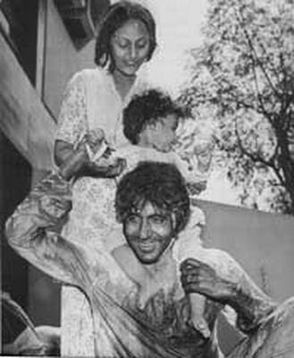 Amitabh+Bachan+with+children Amitab Bachan Pics since childhood