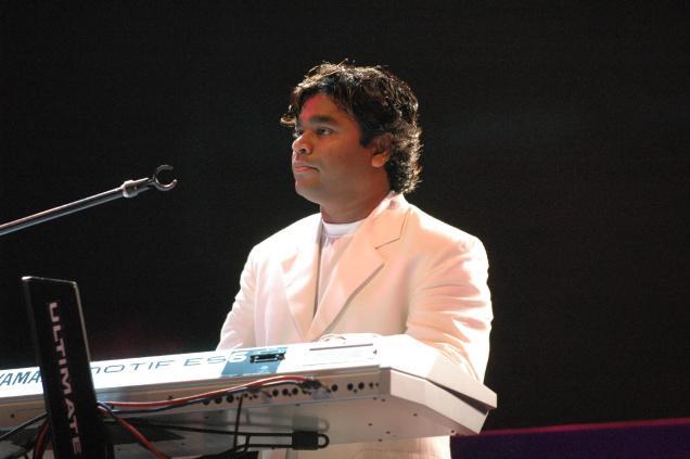 http://3.bp.blogspot.com/_kxPG6y8Qctk/TUWvjgqdrpI/AAAAAAAAi-4/A113OVyHU4o/s800/A.R.Rahman%2Bwith%2Bhis%2Binstrument%2B%25285%2529.jpg