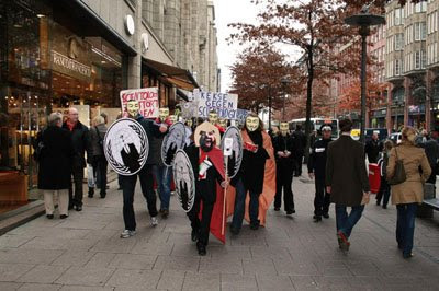 Anonymous zieht durch die Mönchebergstraße