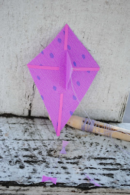 make a miniature kite for kids