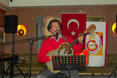 Öyle bir geçer zamanki Oyuncusu müzisyen Renan Bilek Resimleri