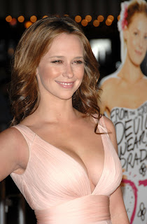 Jennifer Love Hewitt Big Cleavage