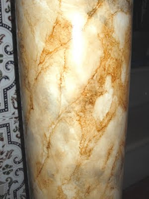 Encalarte aplicaciones decorativas imitaci n a marmol en - Columna de marmol ...