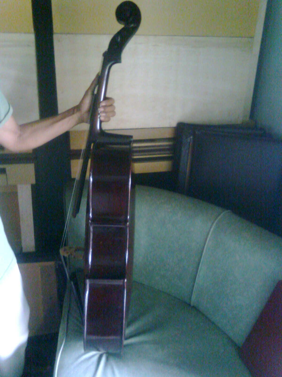koleksi barang antik - cello antik   koleksi barang antik