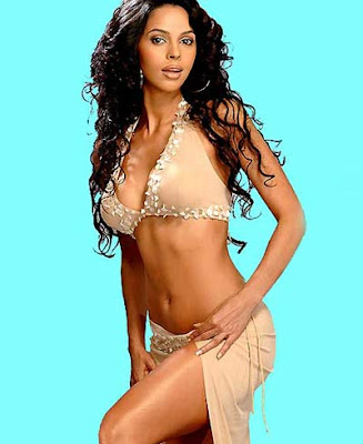 Mallika Sherawat Sitting Cool And Calm Her Sizzling Wet Hair