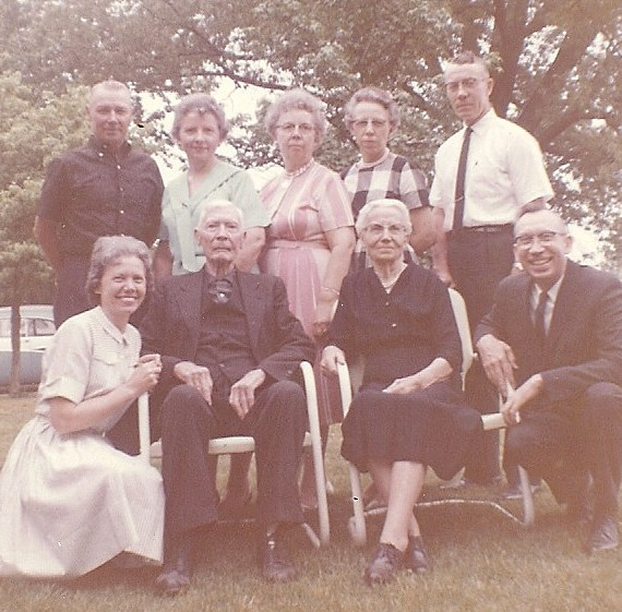 Volna's, nieces & nephews with his sister Susan & brother-in-law John Chapman.