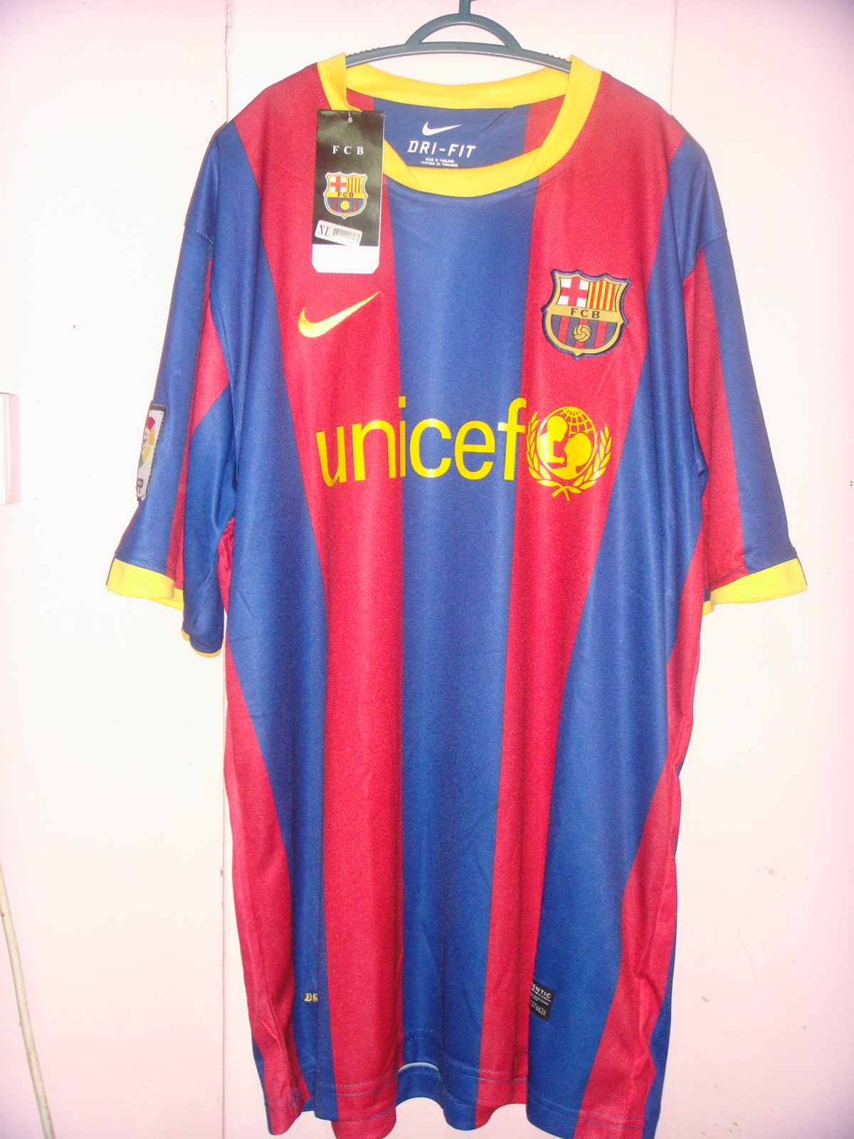 Eman e jersey blogshop barcelona new kit 2010 2011 home - New home barcelona ...