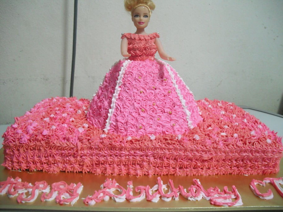 Doll Cake Images With Name : ...Farra Delight...: ...Barbie Doll 3D Birthday Cake for ...