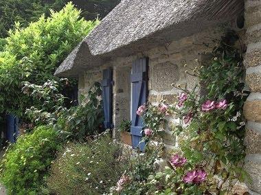 Un Cottage Garden Inglese. Foto tratta da http://rosesingardens.blogspot.com.