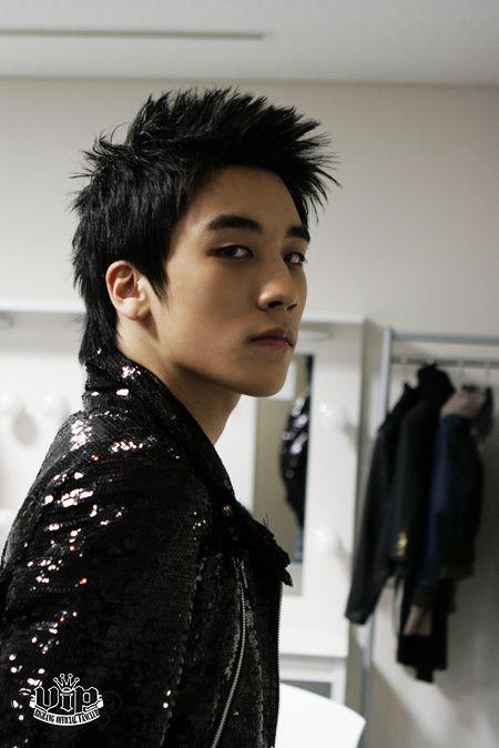 Seungri tem vindo a promover 2011