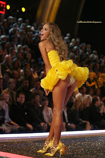 Alessandra Ambrosio yellow upskirt