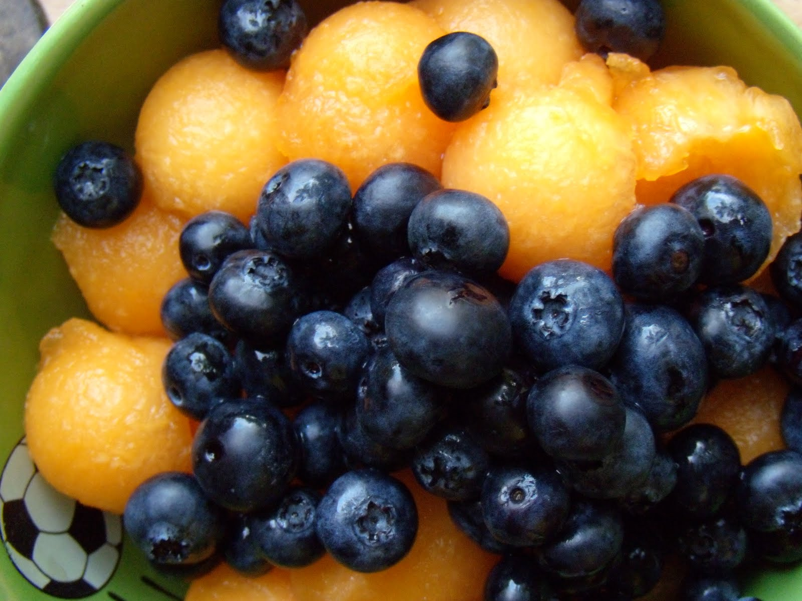The Culinary Vampire: Cantaloupe and blueberry salad