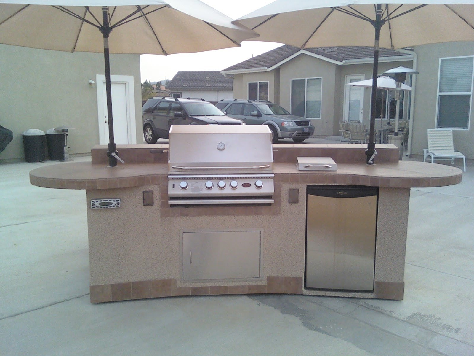 Outdoor kitchen construction tiles tiles and more tiles for Outdoor kitchen contractors