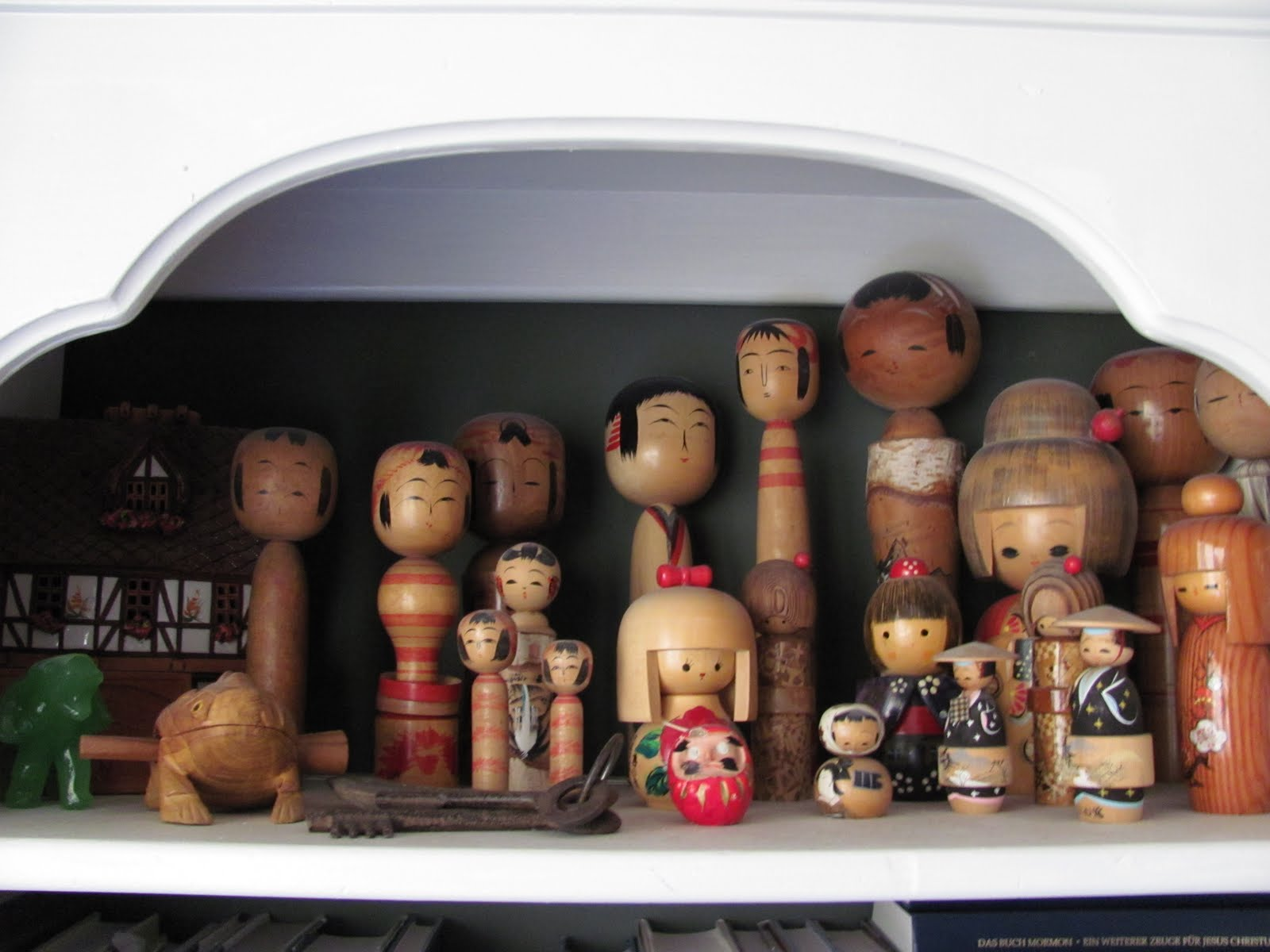 Header: Using Travel Souvenirs in Decorating