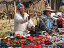 Los Uros families selling crafts