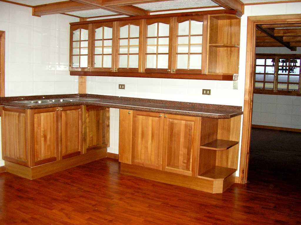 Alacenas bajomesadas camas sillas mesas cubos y for Muebles cocina rusticos