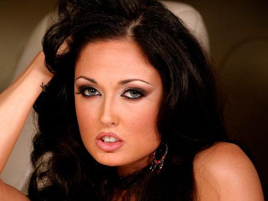 pornstar1 fullsize story1 File:Naomi (porn star).jpg
