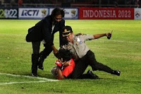 Video Hendri Mulyadi Supporter Nekad Ketika Indonesia vs Oman