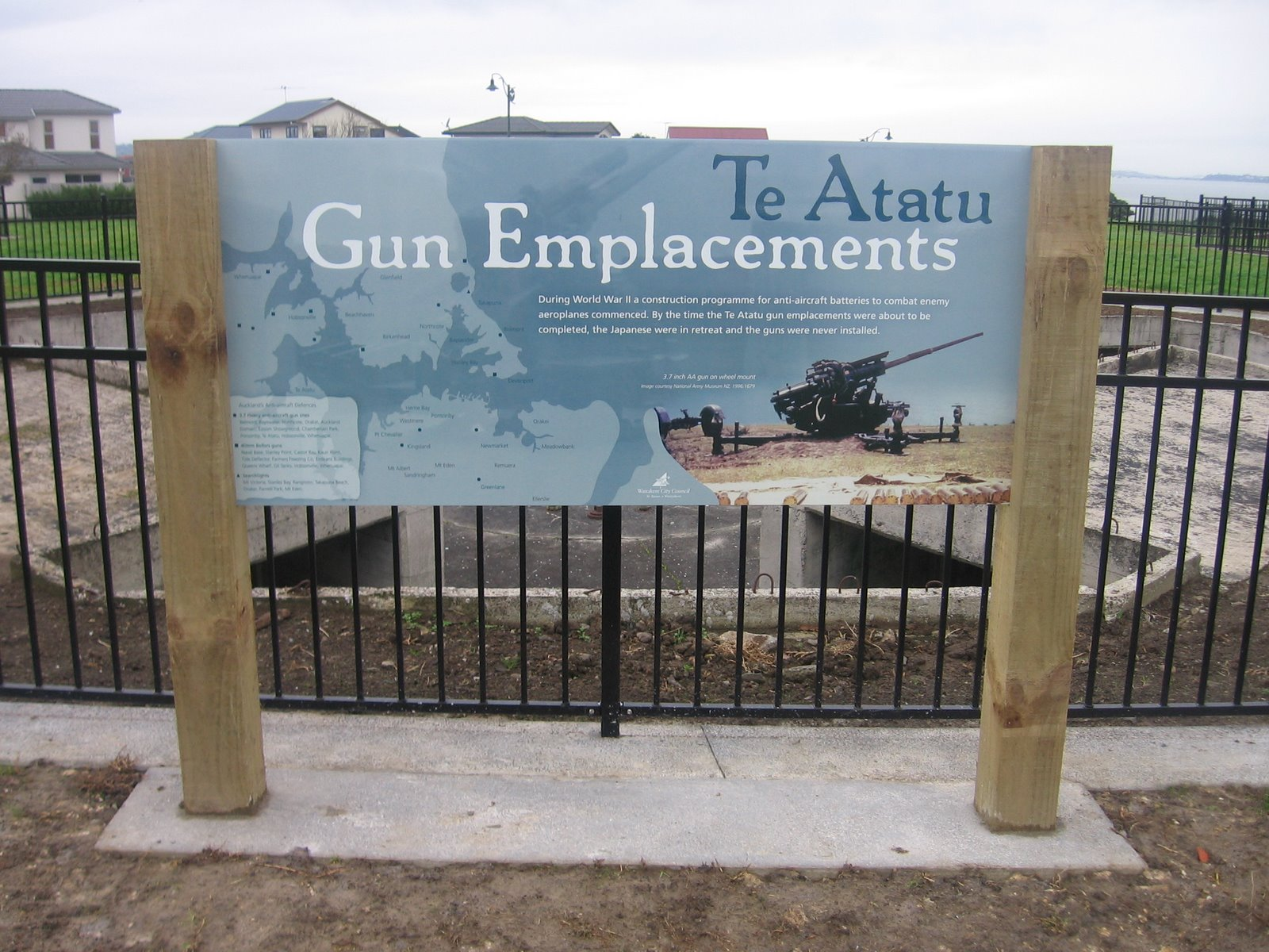 [gun+emplacements+033.JPG]