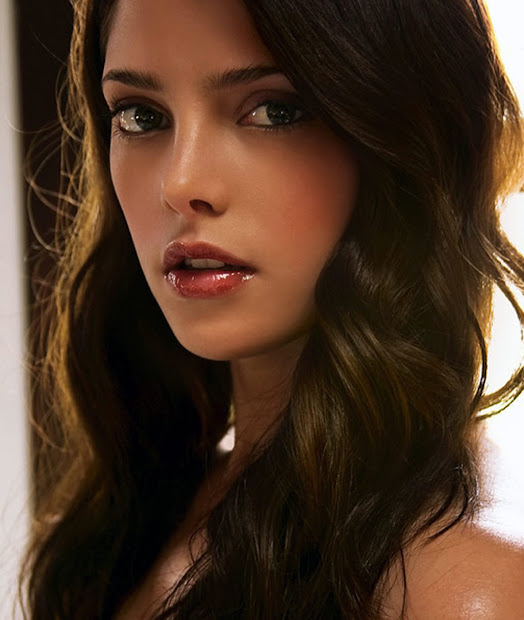 ashley greene halloo