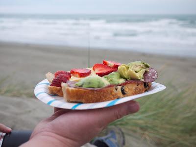 tuoreita hedelmiä ja marjoja