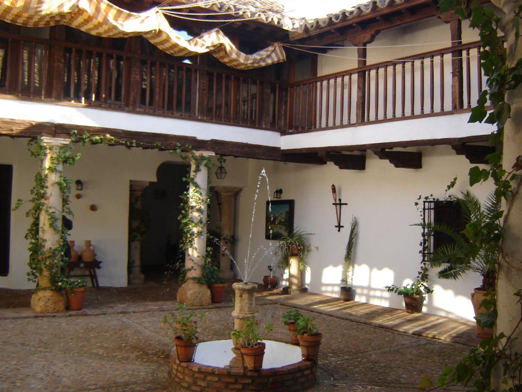 El toboso jornada de patios tobose os abiertos for Patios de piedra