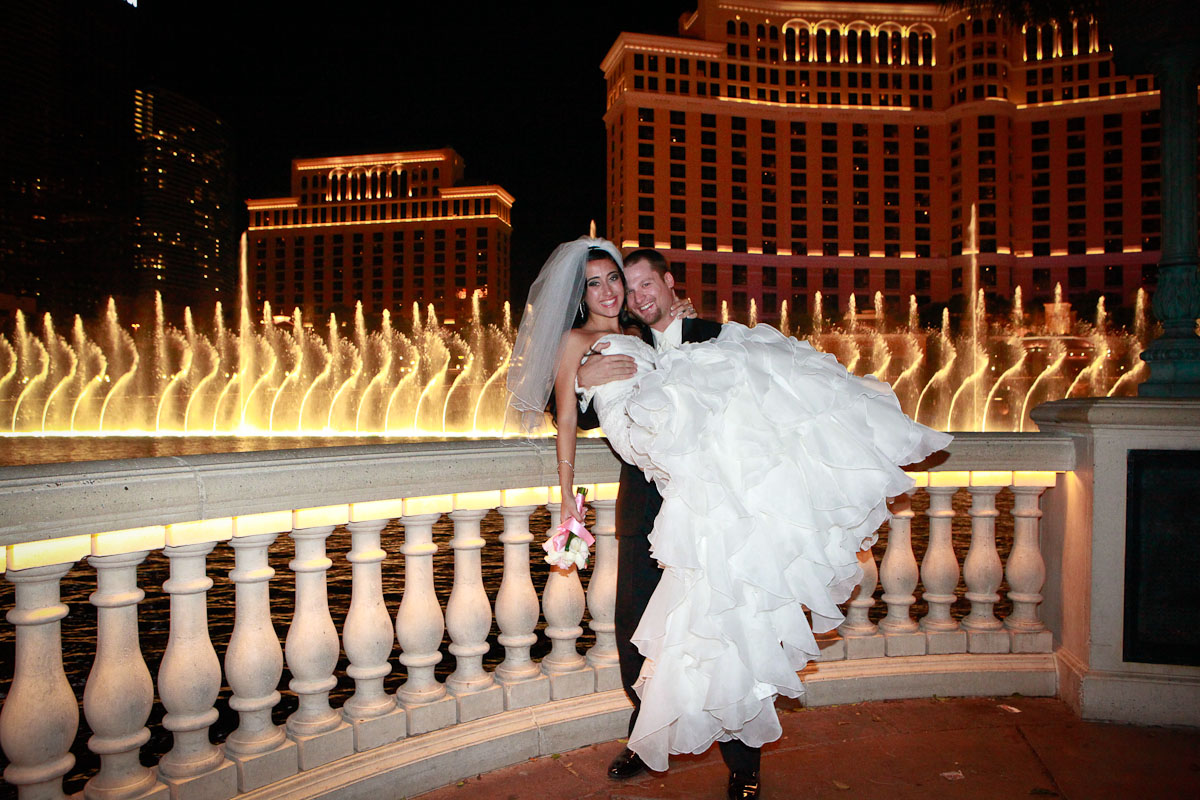 Scenic weddings in las vegas add las vegas strip for Los vegas wedding packages