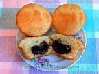 Csokitojással töltött muffin, de bármilyen bon-bonnal is lehet.
