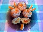 Narancsos kókuszos muffin, narancsos tésztával, narancslekvárral töltve, narancsos cukormázzal lekenve, kókuszreszelékkel megszórva.