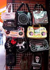 Bolsa em forma de rádio,toca-fita!
